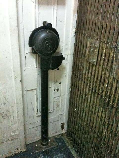 艾利沙.歐提斯(Elisha Otis)製造的電梯控制器。(取自維基百科)