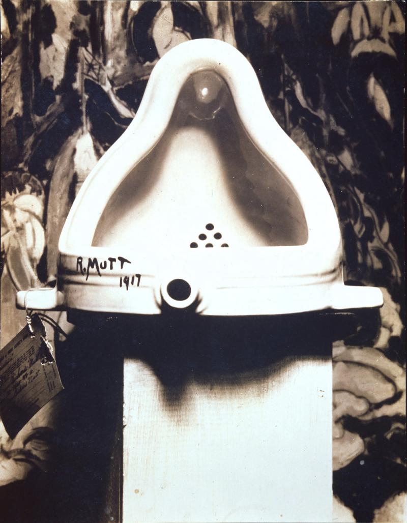 20190516-杜象的《噴泉(Fountain)》,1917年,由Alfred Stieglitz所攝。(林意凡提供)