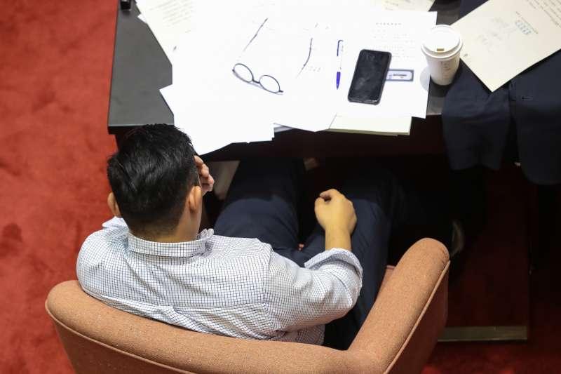 20190517-國民黨立委許毓仁17日於「司法院釋字第七四八號解釋施行法」將通過時感動落淚。(顏麟宇攝)