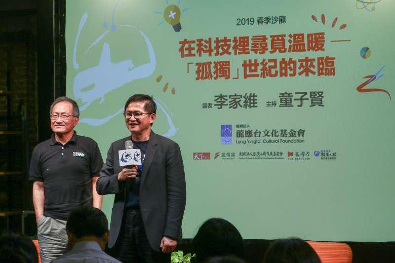 20190518-龍應台基金會邀請「科學人」總編輯李家維(左)發表演講,右為和碩聯合科技董事長童子賢。(蔡親傑攝)