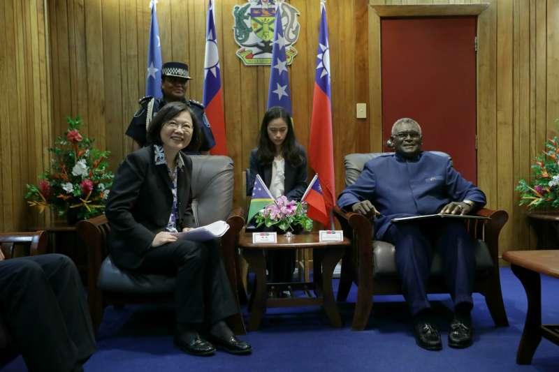 2017年11月,蔡英文總統訪問友邦索羅門群島(總統府)