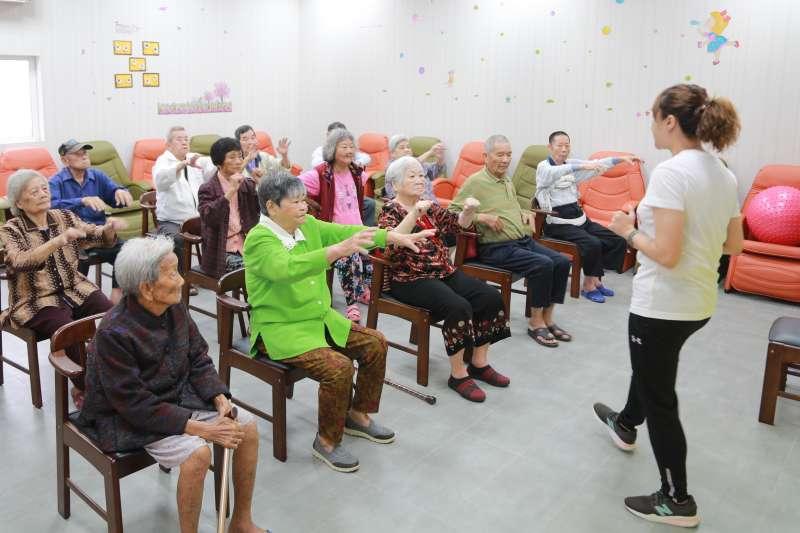日照中心提供許多有助於長者復建治療的課程。(圖/徐炳文攝)