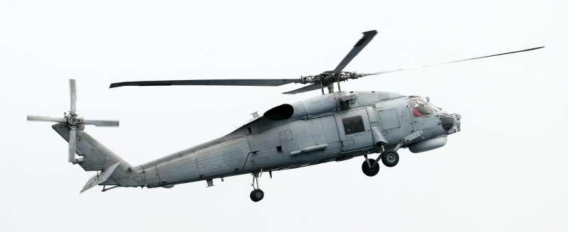 20190522-海軍22日進行東部海域戰備任務操演,採支隊編組方式實施。圖為海軍S-70C反潛直升機。(蘇仲泓攝)
