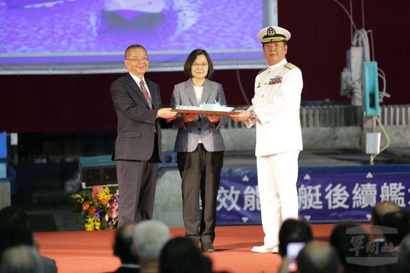 20190524-國艦國造政策代表的「高效能艦艇後續艦」、「快速布雷艇」今天在宜蘭龍德造船廠舉行建造開工典禮,由總統蔡英文親自主持。(軍聞社)