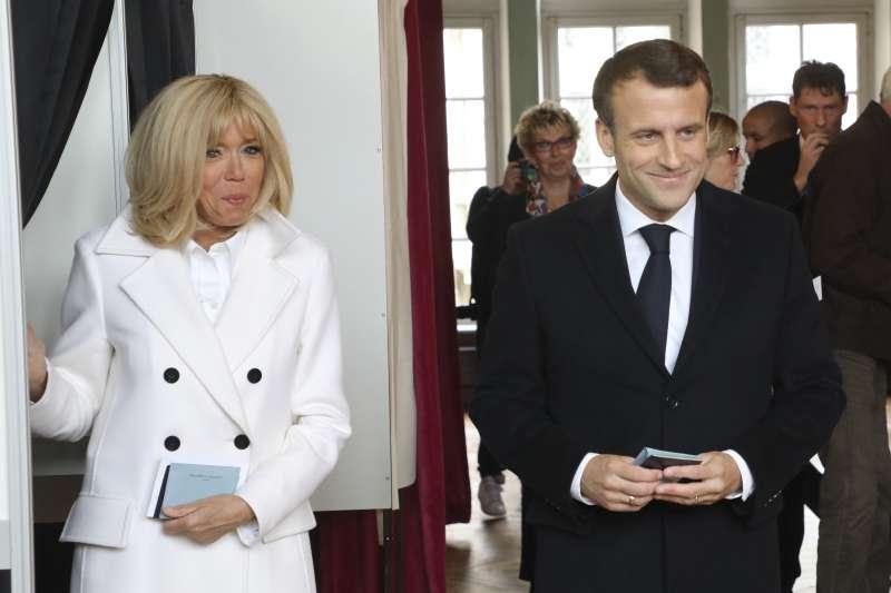 歐洲議會大選:法國總統馬克宏夫婦(AP)