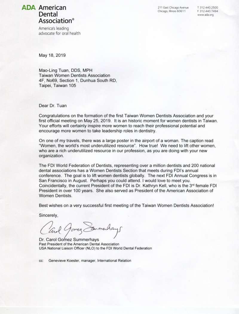 非常榮幸收到來自美國牙醫協會ADA前女會長Dr. Carol GomezSummerhays的祝賀函及紀念禮物。(圖/台灣女牙醫師學會提供)