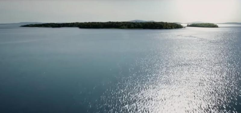 電影預告中出現海洋中的島嶼,極有可能就是吉諾沙,是漫威世界裡一個虛構的島國。(YouTube截圖)