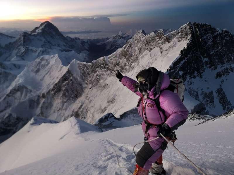 20190529_台灣女性登山家詹喬愉,28日成功登上世界第一高峰聖母峰。(取自臉書「詹喬愉 - 三條魚Tri Fish」)