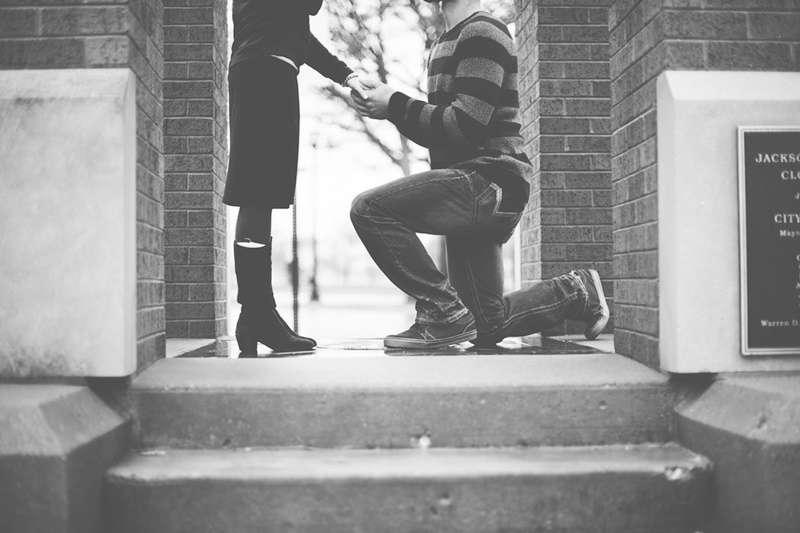求婚(圖/Unsplash)https://unsplash.com/photos/tX4-tYibILg