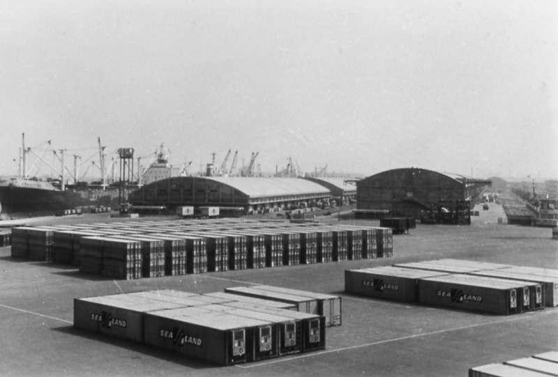 高雄港第一貨櫃中心貨櫃存放場。(圖/高史博典藏提供)