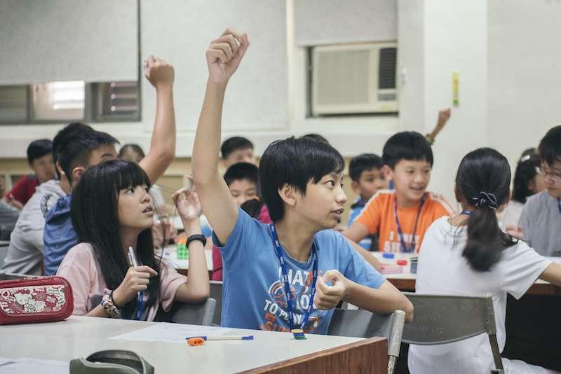 時習教育以專業的教學背景替各級學校學生打造課程、活動、與營隊方案。主要以資優、Maker、與設計思維為主。(圖/新創總會提供)