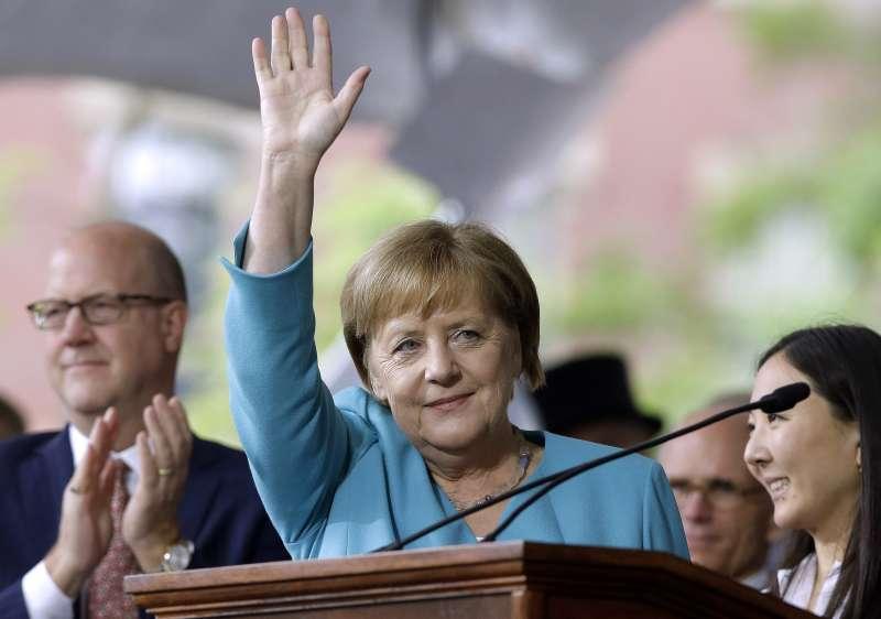 2019年5月30日,德國總理梅克爾受邀至美國哈佛大學為畢業生演講。(美聯社)