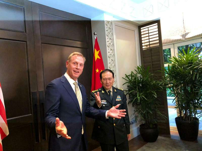 美國代理國防部長夏納翰出席新加坡香格里拉對話會議,與中國國防部長魏鳳和會面(AP)