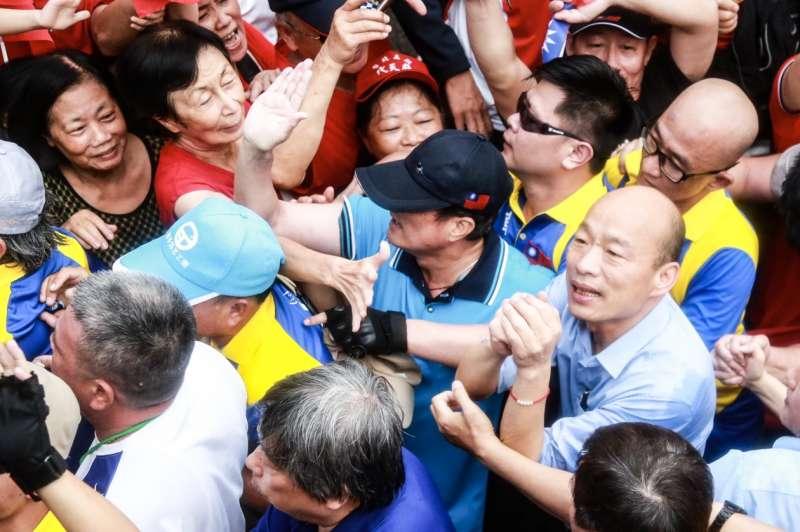 挺韓團體今(1)日下午在凱道舉辦挺韓造勢大會,高雄市長韓國瑜大進場就走了10分鐘。(簡必丞攝)