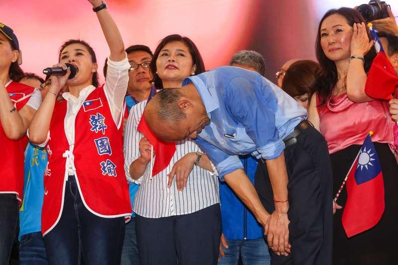20190601-高雄市長韓國瑜1日出席凱道「決戰2020,贏回台灣」全國團結造勢大會,並鞠躬感謝群眾。(顏麟宇攝)