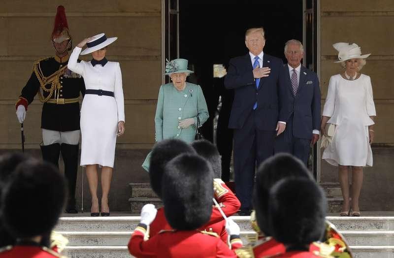 6月3日,美國總統川普到英國展開為期3天的國是訪問,白金漢宮舉行歡迎儀式(美聯社)