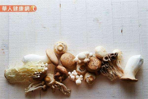 菇類糖分少、富含多醣體的特性,更有輔助抗癌、降膽固醇,增強免疫功能的好處。(圖/華人健康網提供)