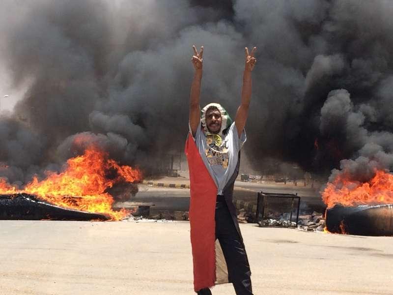 2019年6月3日,蘇丹軍方大舉鎮壓首都喀土穆的示威民眾(AP)