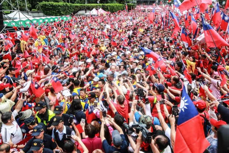 20190601-「決戰2020,贏回台灣」全國團結造勢大會,許多民眾到場支持韓國瑜。(簡必丞攝)
