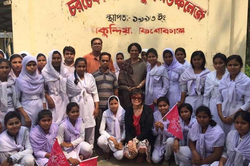孟加拉婦女組織NUK,培力女孩學習空手道健身、保護自己,同時更有自信。(圖/作者提供)