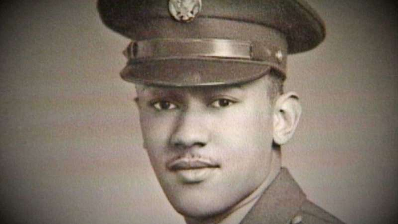 「第320防空砲兵氣球營」是諾曼第登陸戰唯一全由黑人組成的部隊,該營下士兼軍醫伍德森可能是二戰最後一名「無名英雄」。(ABC News影片)