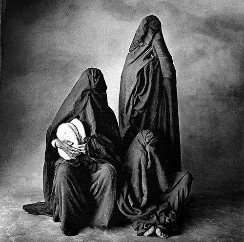 20190606-1971年的摩洛哥婦女,歐文·佩恩(Irving Penn)攝。(劉燕婷提供).jpg