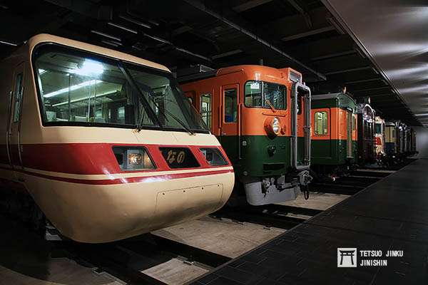 「磁浮.鐵道館」的室內展示區,左一的車輛即是這次引發軒然大波,即將被解體的381系先頭車。(攝影/陳威臣)