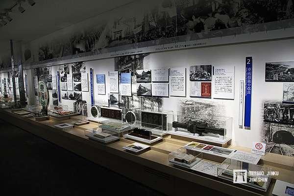 「磁浮.鐵道館」的鐵道歷史解說。(攝影/陳威臣)