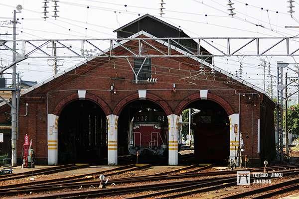 位於糸魚川的紅磚車庫,由於用地將改建成北陸新幹線的車站,因此必須拆除,雖然當地民眾連署希望保存,但由於沒有經費,最後還是拆除,僅剩下立面保存。(攝影/陳威臣)
