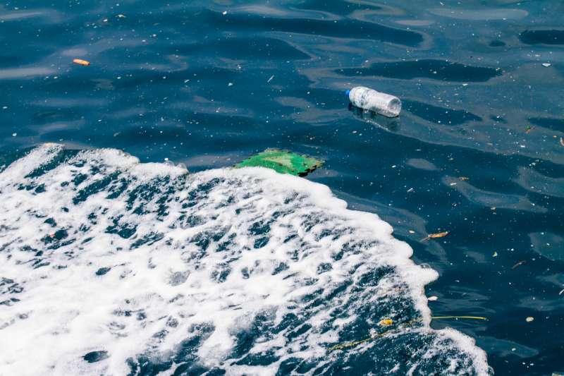 海洋中的塑膠垃圾,新北金山區~石門區。(黑潮海洋文教基金會提供)