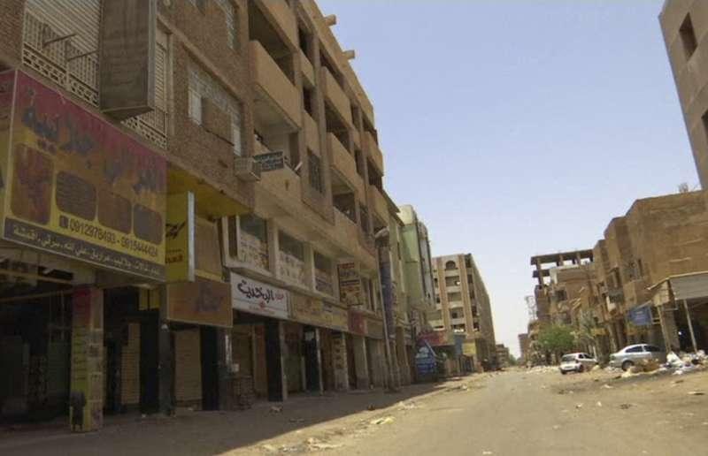 蘇丹民眾發起全國大罷工,要求軍方將政權移交文人政府,首都喀土穆猶如空城。(AP)