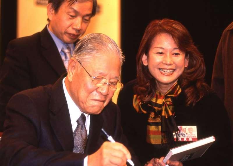 志玲媽吳慈美(右)相當熱中於政治參與。(新新聞資料照)