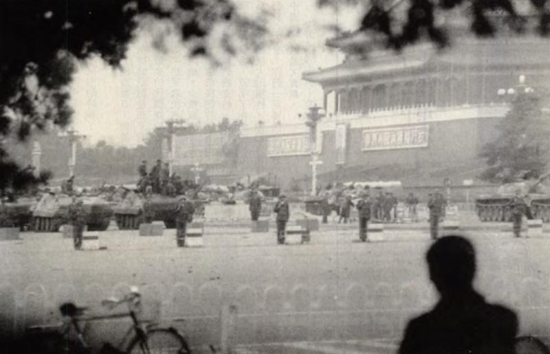 20190613 upload-新新聞0118期-六四事件、北京大屠殺(4-3)-天安門前已經變成戰場。(美聯社)