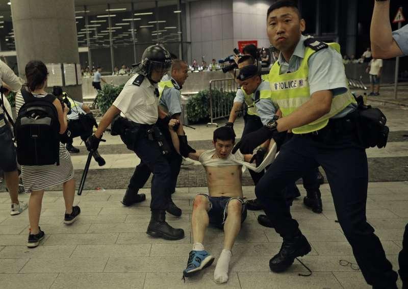 香港反送中:11名學生被捕(AP)