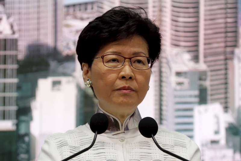 2019年6月15日,香港特首林鄭月娥宣布暫緩修訂《逃犯條例》,試圖化解「反送中運動」危機(AP)