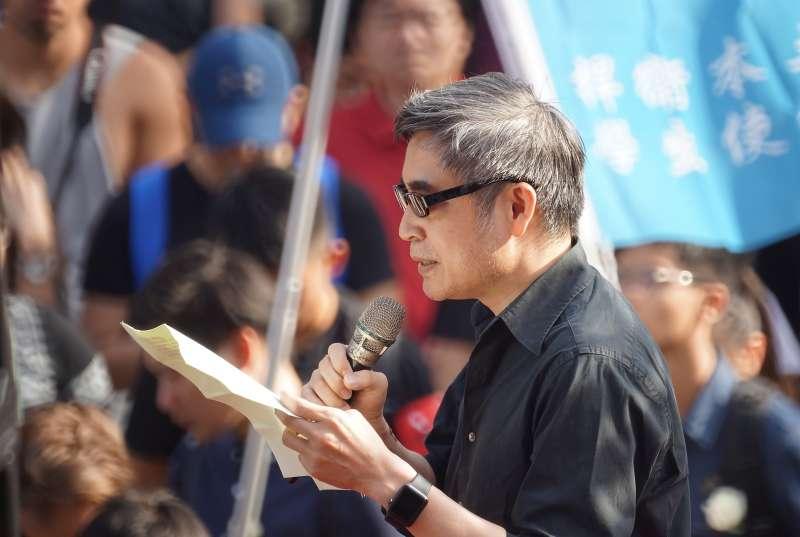 20190616-「撐香港,反送中」集會活動,中研院副研究員吳介民發言。(盧逸峰攝)