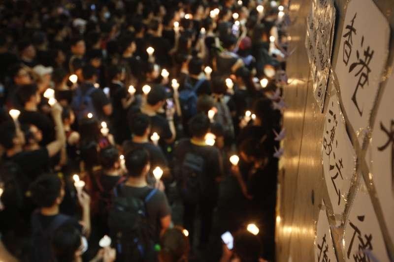 燭光 20190616_香港「反送中」大遊行晚間畫面。(新新聞郭晉瑋攝)
