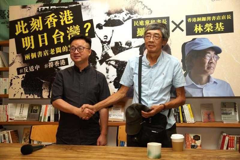 20190618-「此刻香港,明日台灣?」兩個書店老闆的對話,民進黨秘書長羅文嘉與銅鑼灣書店老闆林榮基出席。(盧逸峰攝)