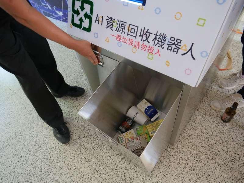 AI資源回收分類回收機器人利用大量影像辨識區分,只需3秒即可達成回收物正確分類。(圖/新竹縣政府提供)