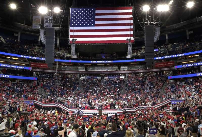 美國總統川普18日晚間在佛羅里達州舉行造勢大會,他的連任競選活動正式開跑(美聯社)