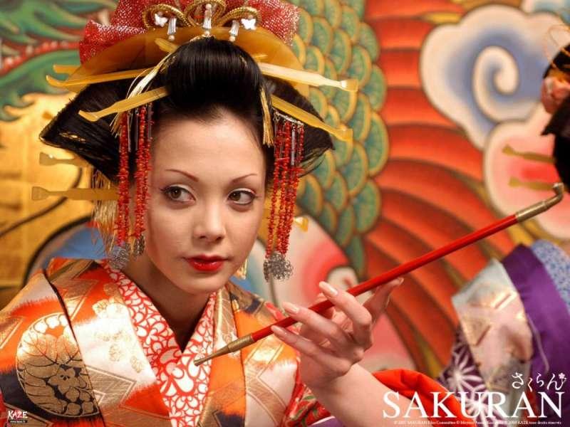 日本女性接髻的髮型是在前額或後腦接上髮髻(圖/《電影惡女花魁》摘自芳療協會網站)