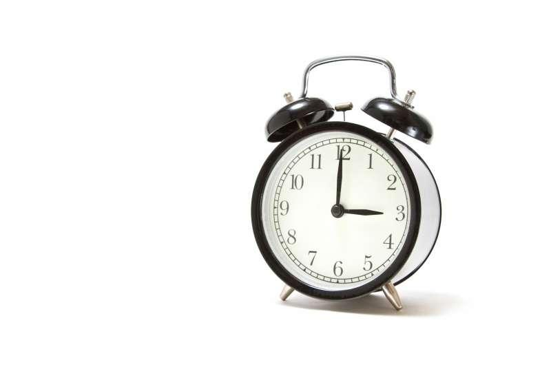 接受慢10年的事實,將「生涯時鐘」往前調,讓自己在心理上年輕10歲,既可以將自己人生發展的速度合理化,也找回年輕的步調。(示意圖非本人/pakutaso)