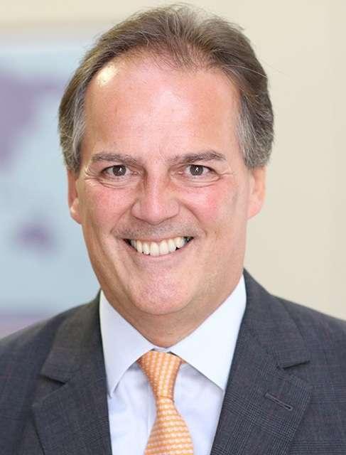 2019年6月20日,英國外交部國務大臣菲爾德(Mark Field)對一位綠色和平組織的女性示威者動粗(UK Government@Wikipedia / OGL 3)