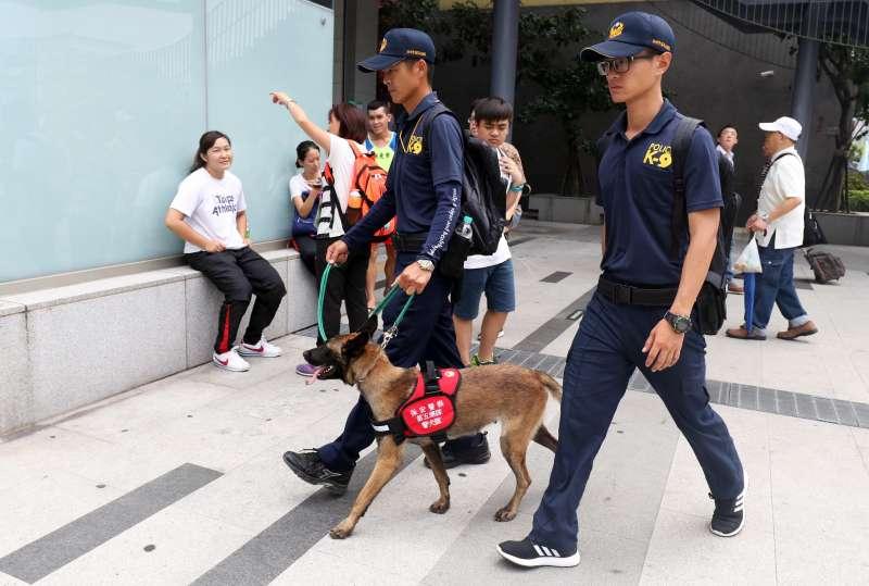 20190621-保三總隊警犬隊是除新北市警察局警犬隊外,國內另一支重要的警犬單位,除依照保三總隊執掌對貨櫃進行安檢,不少中、南部大型活動也都能看見保三警犬支援的身影。圖為保三警犬隊支援2017台北世大運。(蘇仲泓攝)