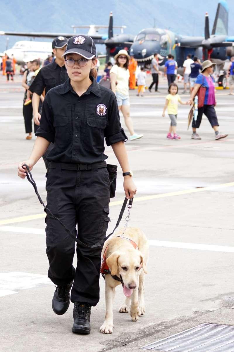 20190621-新北市警察局警犬隊是近年執行場檢相當具有代表性的警犬單位,2016年甚至前進空軍花蓮基地執行營區開放場地安檢工作。(蘇仲泓攝)