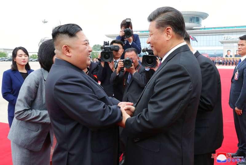 中國國家主席習近平6月20、21日訪問北韓,與北韓領導人金正恩會面。(AP)
