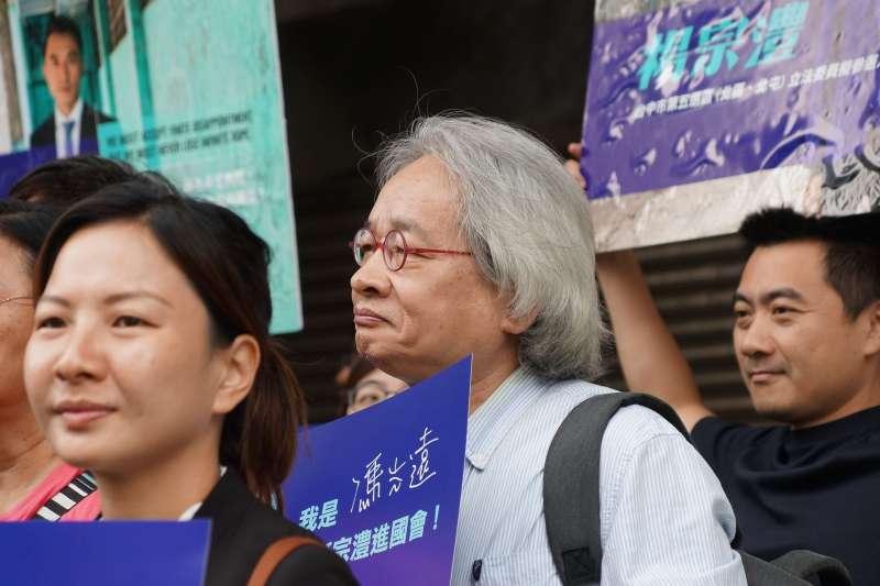 20190624-社運工作者楊宗澧宣布參選台中市立委記者會,媒體人馮光遠出席。(盧逸峰攝)
