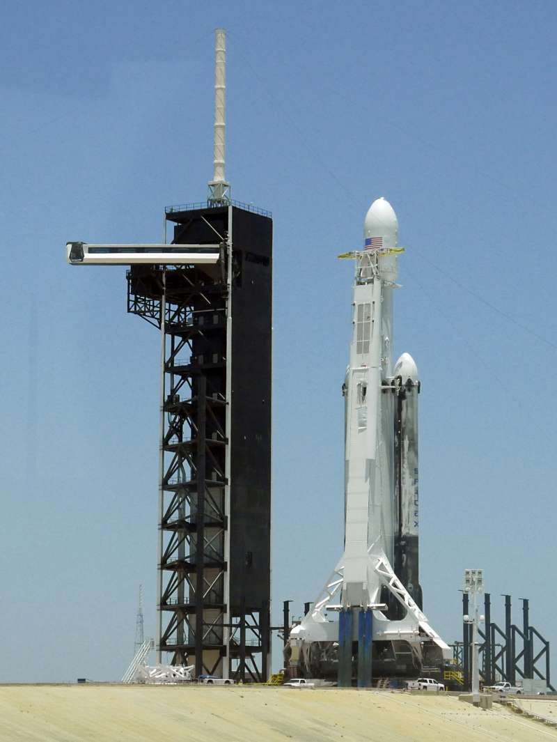 2019年6月25日,美國SpaceX公司「重型獵鷹」火箭發射,台灣「福衛七號」衛星隨之升空。(AP)
