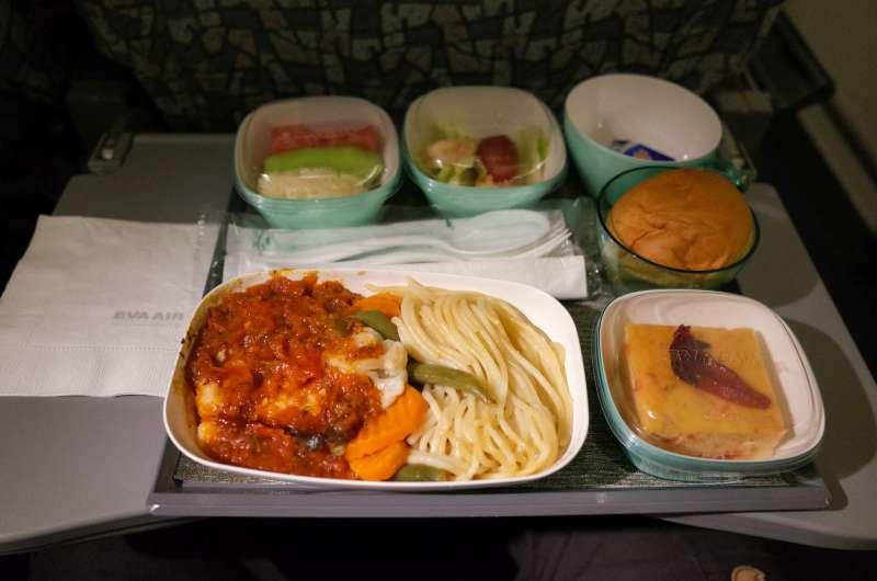 飛機上最髒的地方就是這個托盤桌。(圖/I-Ta Tsai@flickr)