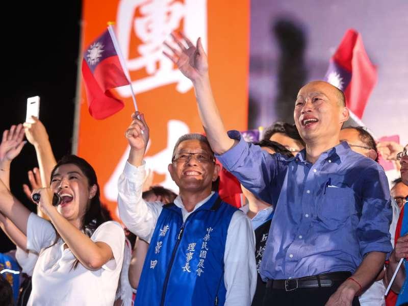韓國瑜雖與中國「你儂我儂」,但在選舉造勢大會上卻拒絕一國兩制。(顏麟宇攝)